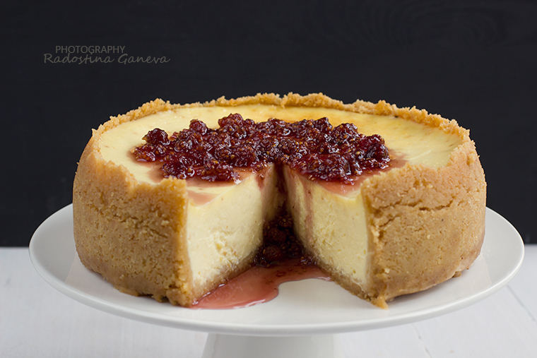 Cheesecake with rasberry topping