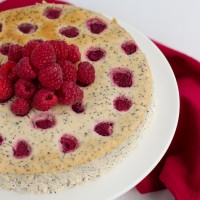 Poppy cheesecake with raspberries and caramel