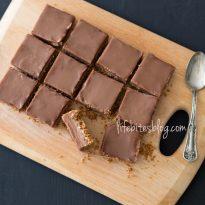Шоколадови блокчета с кокос и бадеми