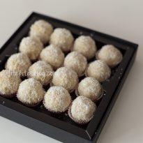 Веган бонбони с кашу, кокос и мед