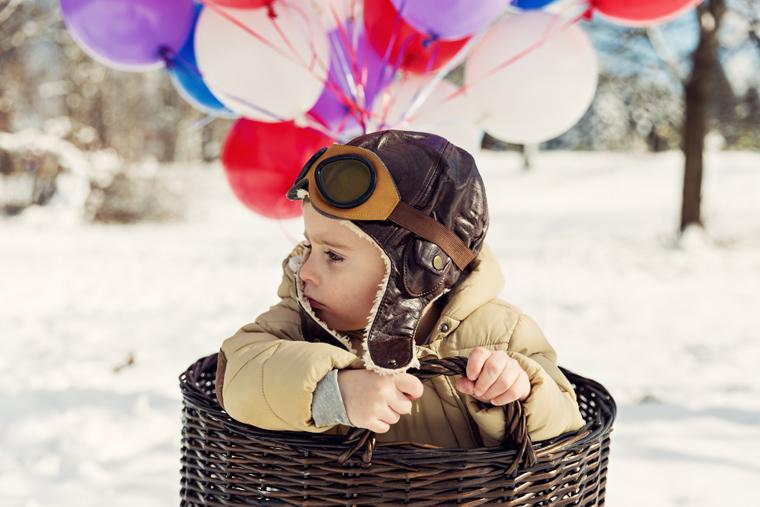 Момче с балони