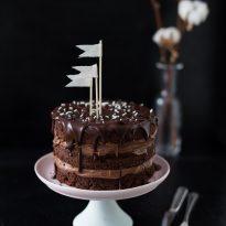 Шоколадова торта с лешников пълнеж