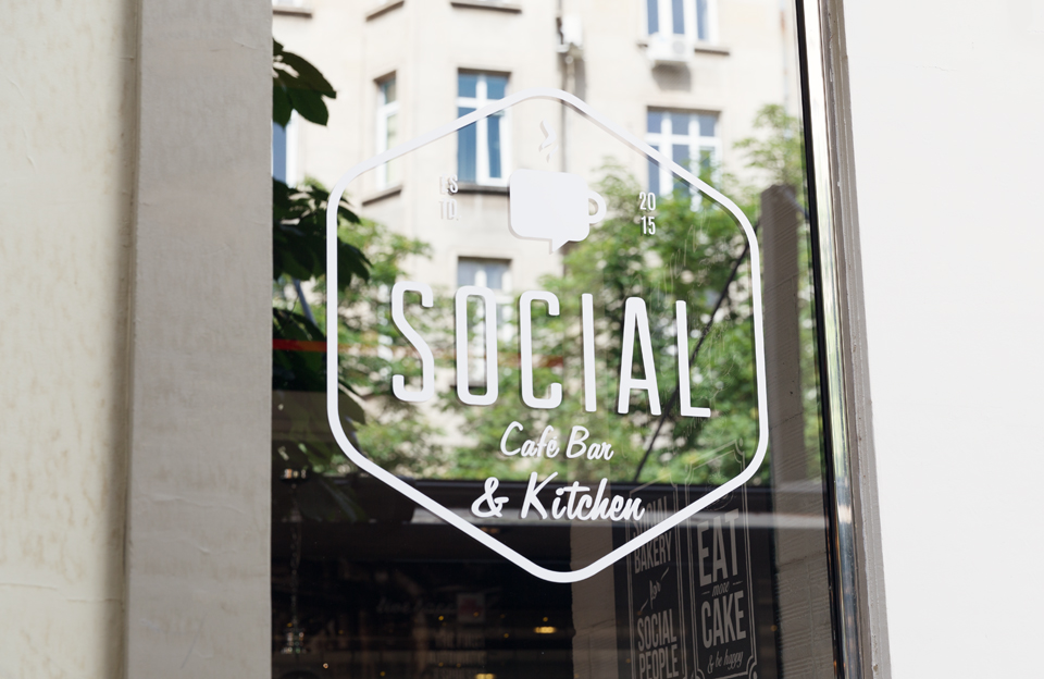 Маса за двама: Social cafe